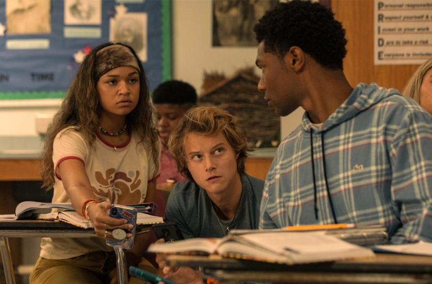 A 3 semanas da estreia, Netflix divulga pôster inédito da 2ª temporada de Outer Banks